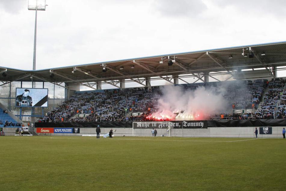 Die Gruppierung sei Urheber der Ereignisse vom 9. März dieses Jahres, als im Stadion eine offizielle Trauerminute für einen verstorbenen Ex-Neonazi abgehalten wurde.