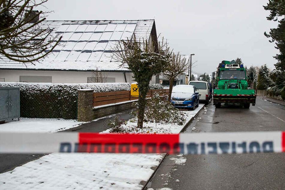Die Polizei hatte die Leichen auf dem Grundstück des Paars gefunden.