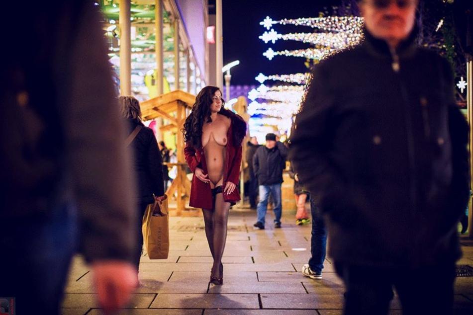Auf dem Striezelmarkt waren die Gäste mit Shopping und Glühwein beschäftigt. Da soll diese Dame gar nicht aufgefallen sein.