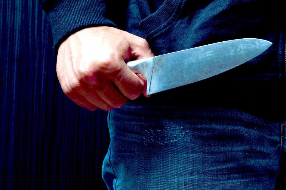 17-Jähriger mit Messer attackiert: Lebensgefährlich verletzt!