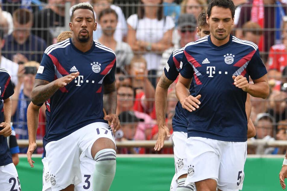Jérôme Boateng (l.) darf den FC Bayern München verlassen - wenn das Angebot stimmt.