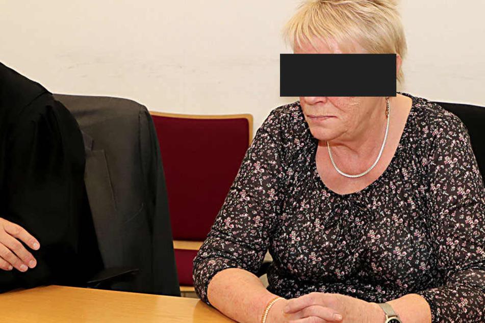 Hat sie in Döbeln drei Brände gelegt? Rentnerin Gisela B. (70) in Chemnitz auf der Anklagebank.