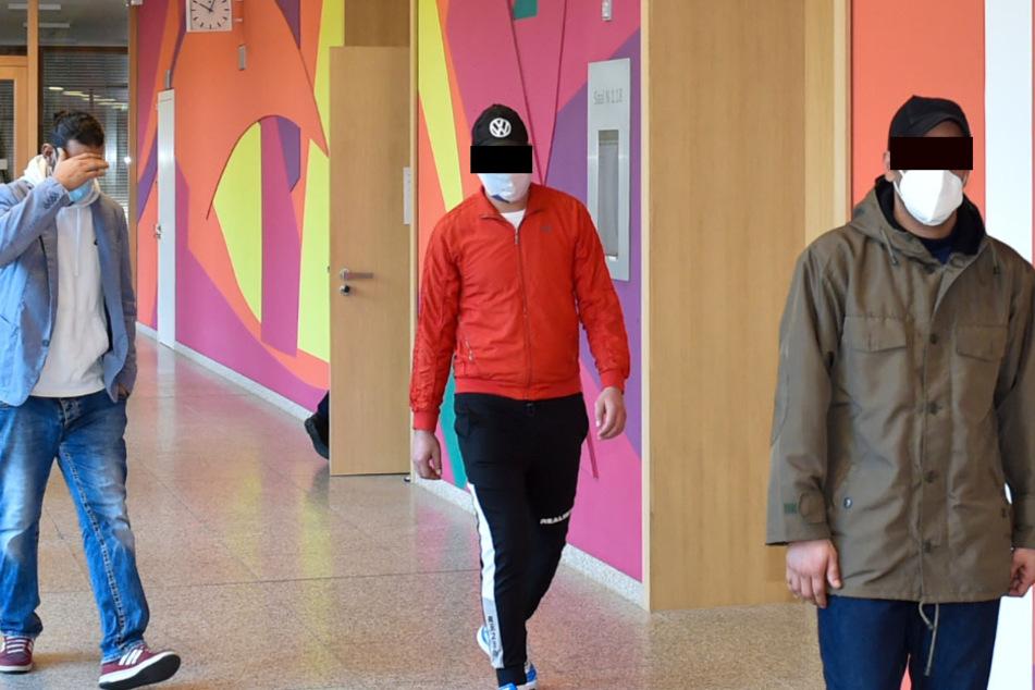 Räuber-Trio prügelt Straßenbahn-Fahrgast ins Krankenhaus: Jetzt fiel das Urteil