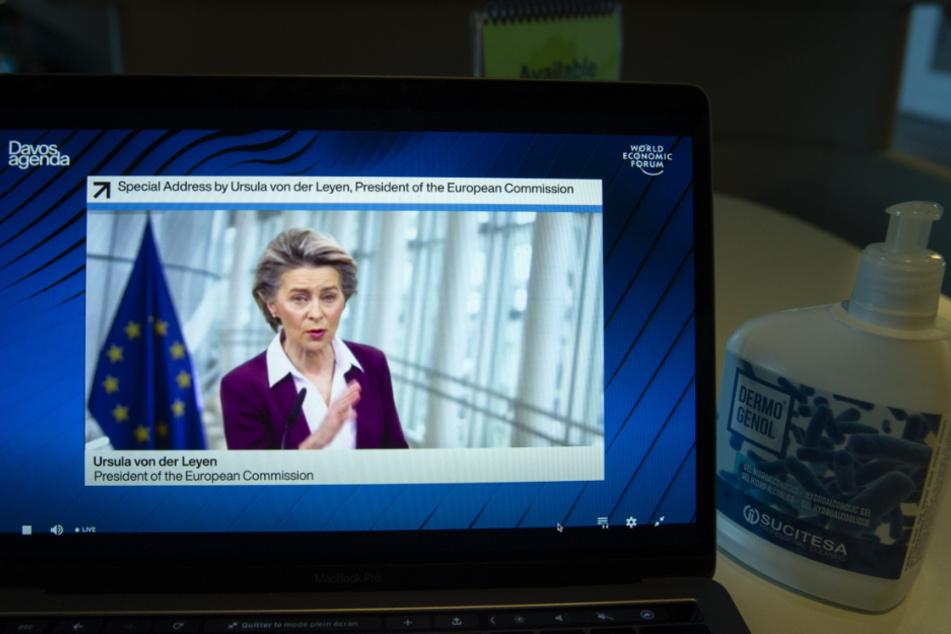 Ursula von der Leyen (62), EU-Kommissions-Chefin appelliert an die Hersteller im Streit um knappe Kapazitäten.