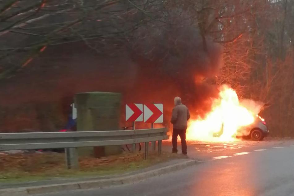 Warum der Opel Corsa Feuer fing, muss noch ermittelt werden.