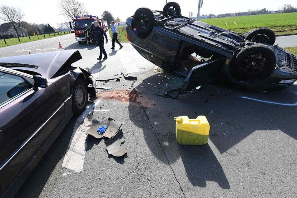 Beide Autos waren komplett Schrott und mussten abgeschleppt werden.