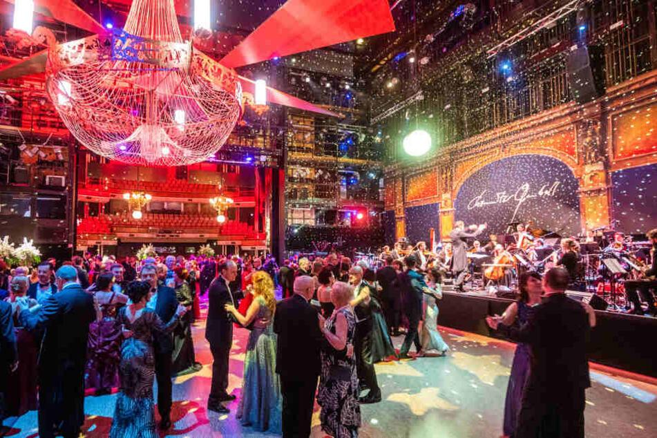 Ein Tanz unter dem Sternenzelt der Disco-Fee - beim Opernball legten die Gäste eine heiße Sohle aufs Parkett.