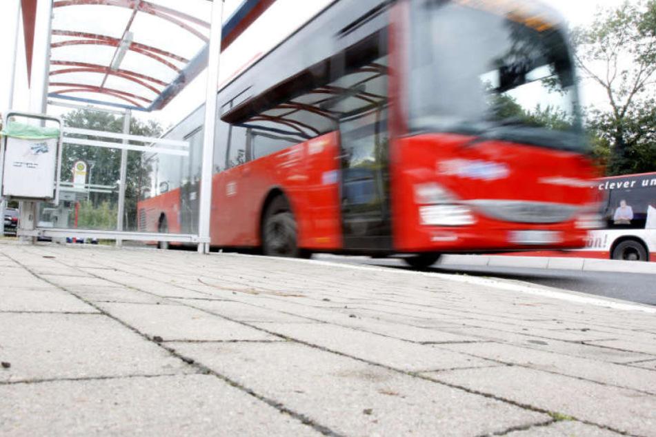Der Busfahrer fuhr einfach weiter, als ein 12-jähriges Mädchen keinen Fahrausweise vorzeigen konnte.