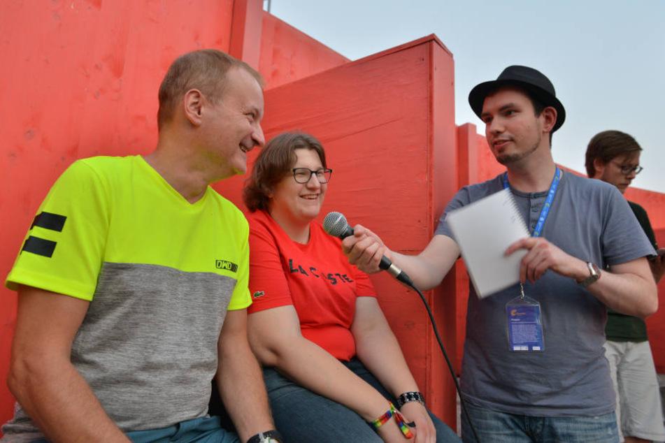 """Jens Hofman (53), Michaela Banert (25) und Jakob Nützler (30) stimmen die Besucher der Fimnächte auf den Open-Air-Kinoabend mit """"Die Quellen des Lebens"""" von Oskar Roehler ein."""