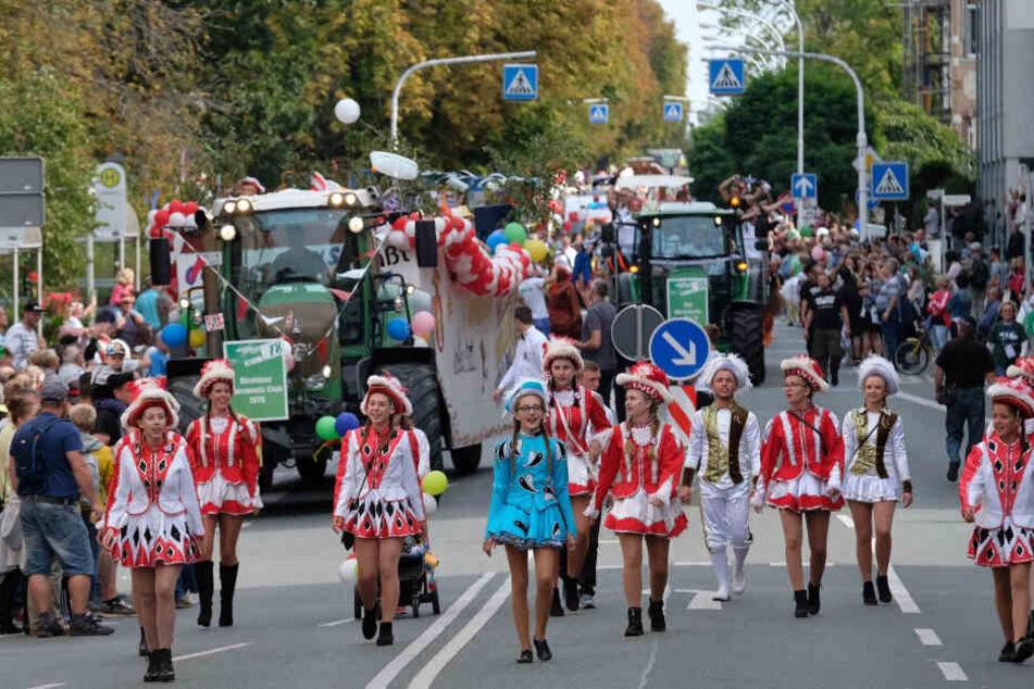 Der Festumzug gestern bildete den Höhepunkt des Tages der Sachsen - etwa 3000 Mitwirkende marschierten durch die Stadt.