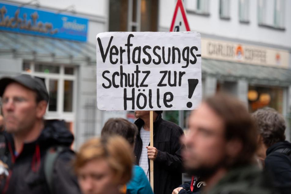 """Hamburger demonstrieren mit dem Motto """"Fünf Jahre NSU-Prozess - Kein Schlussstrich""""."""