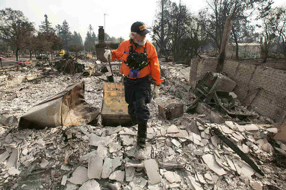 Eine 17-Jährige ist das 43. Todesopfer in einer Serie großer Buschfeuer, die mehrere Wochen lang nördlich von San Francisco wüteten.