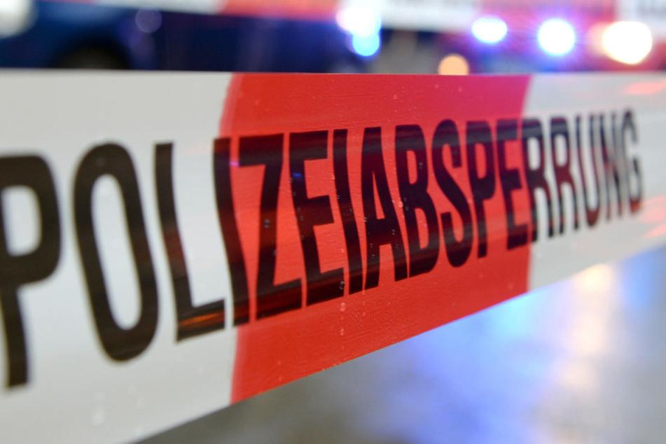 Frau den Hals aufgeschnitten, Mann angefahren und mit Beil unterwegs: Hat Polizei den Täter?