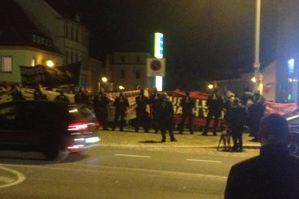 Etwa 200 Rechtsextreme demonstrieren am Freitag in Bautzen.