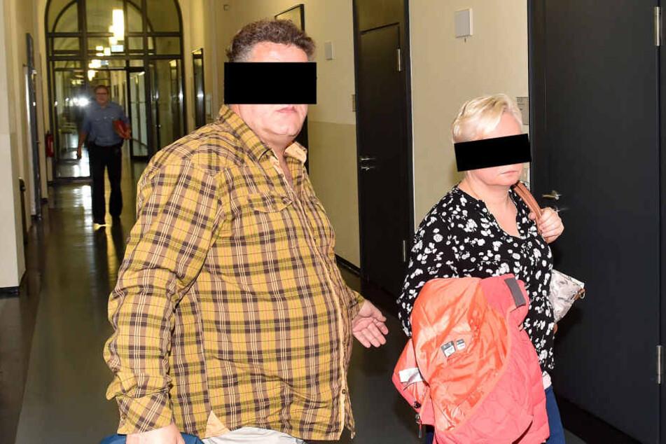 Simone H. (49) und Lebensgefährtin Jensen L. (47) mussten sich wegen Untreue  vorm Amtsgericht verantworten.