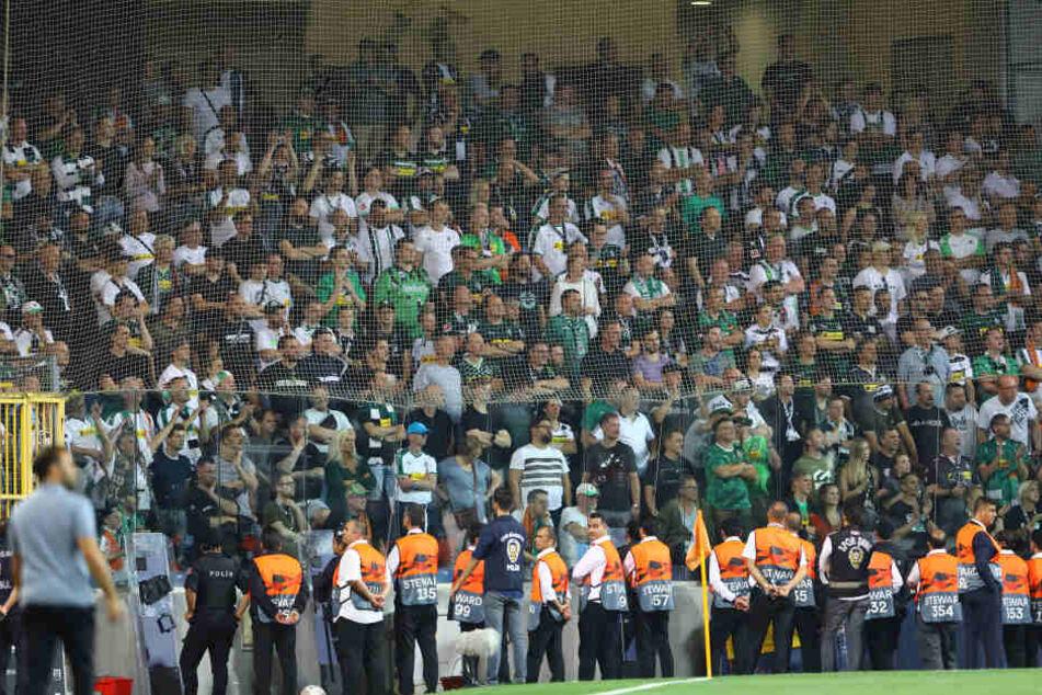 Die Fans von Borussia Mönchengladbach während des Spiels in der Türkei.