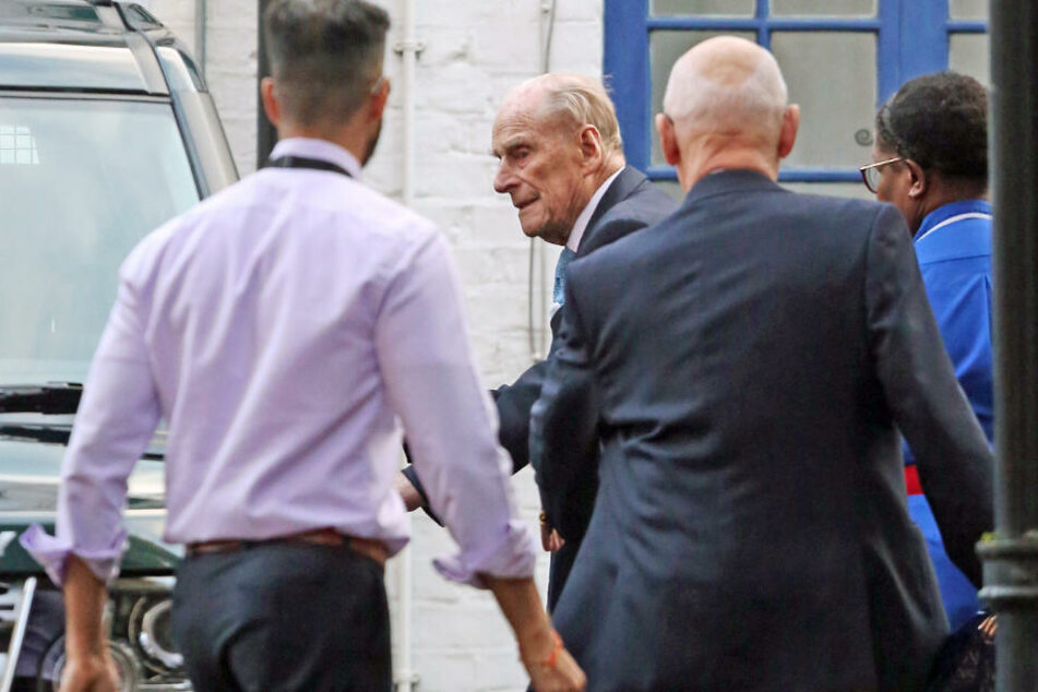 Prinz Philip aus Klinik entlassen: So gezeichnet sieht er noch aus