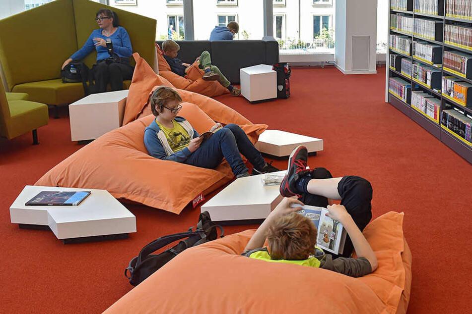 Cool abhängen und schmökern: Die neue Zentralbibliothek im Kulti wird von Jung und Alt gern besucht.