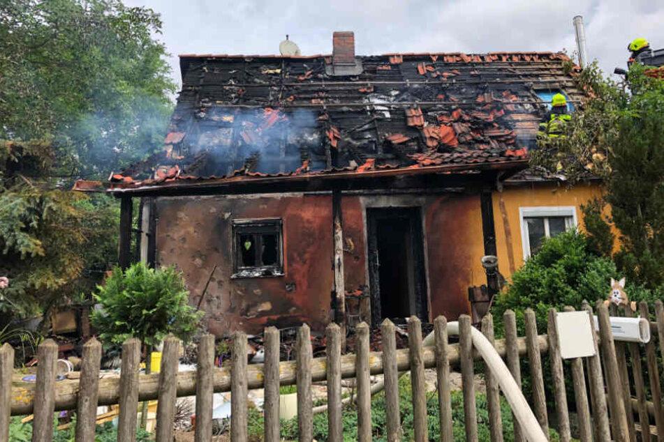 Der Dachstuhl des Einfamilienhauses stand vollständig in Flammen.