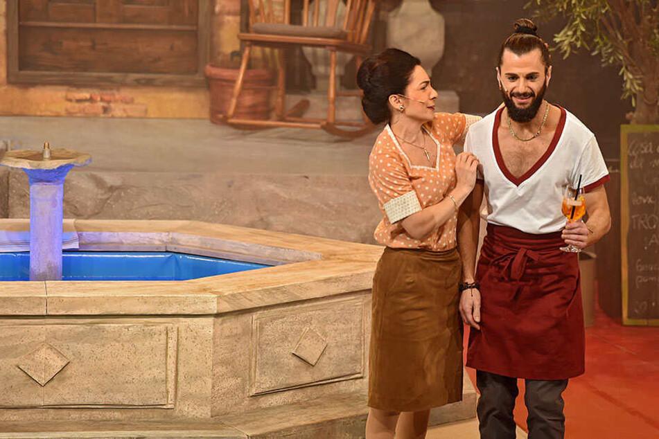 """Als """"Fabrizio"""" verdreht Joyello Sabatelli in """"Azzurro"""" an der Seite von Schauspielerin Karina Schwarz den Mädels den Kopf."""