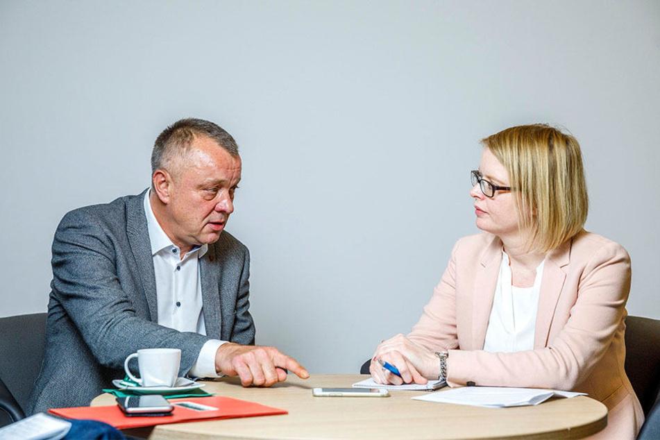 Kultusminister Haubitz im Gespräch mit TAG24-Redakteurin Juliane Morgenroth.