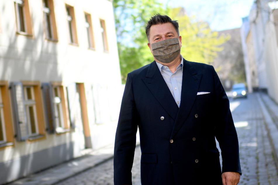 Die Politik macht's vor. Berlins Innensenator Andreas Geisel (54, SPD) mit Maske.