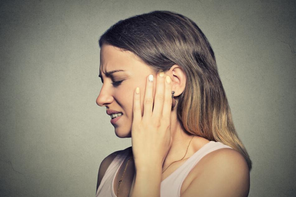 Die Frau konnte plötzlich die Stimme ihres Freundes nicht mehr hören. (Symbolbild)