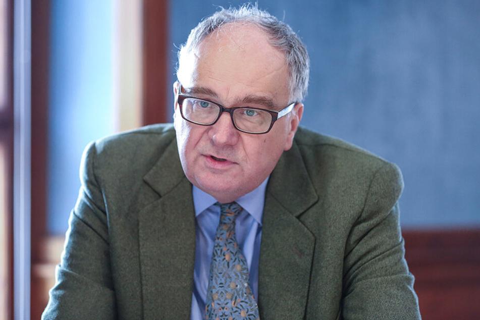 Sachsens Schlösserchef Christian Striefler (56) will, dass die Kanäle von Moritzburg wieder schiffbar gemacht werden.