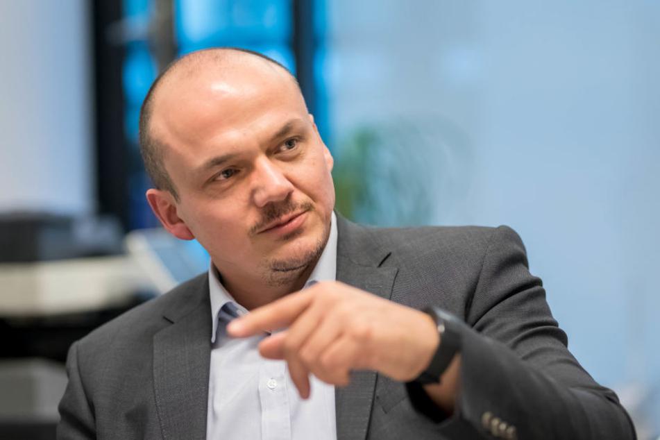 Zwickaus Linken-Chef Sven Wöhl (44) sieht keine dominierenden Rechten in der Schumannstadt, und widerspricht damit der Behauptung des Journalisten Christian Gesellmann.