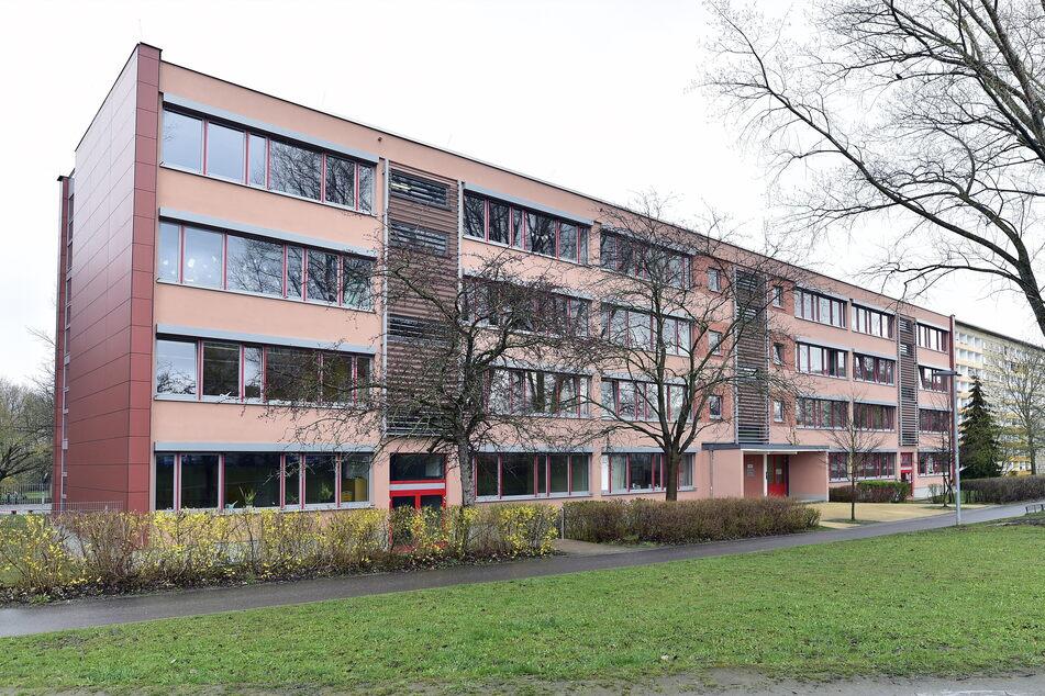 An der Grundschule Gablenz ist ebenfalls der Hort betroffen. Nicht jeder bekommt mehr Zutritt zum Gebäude.