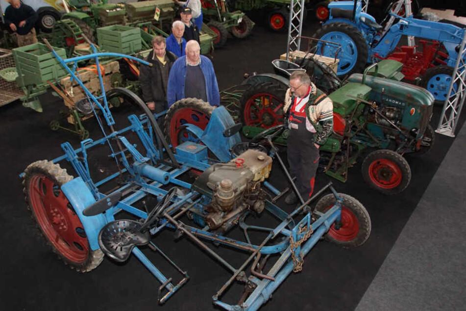 """Auf der """"Retro Classics"""" kann man selbst die urigsten Landmaschinen begutachten."""