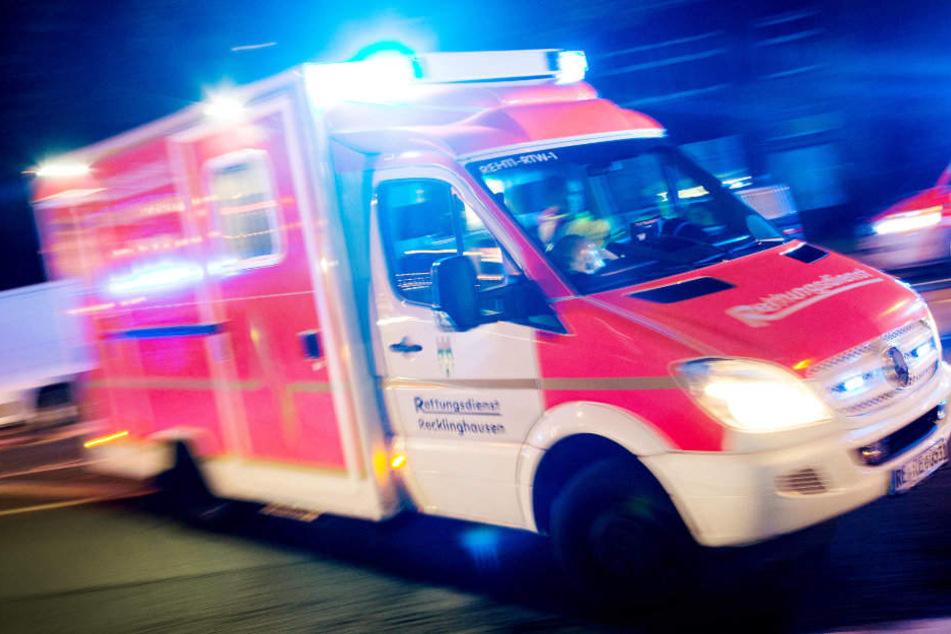 Die Frau musste wegen der Stichflamme medizinisch behandelt werden. (Symbolbild)