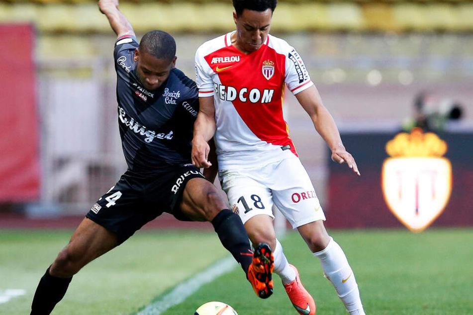 2016: Monacos Helder Costa (r.) im Zweikampf mit Marcus Coco.