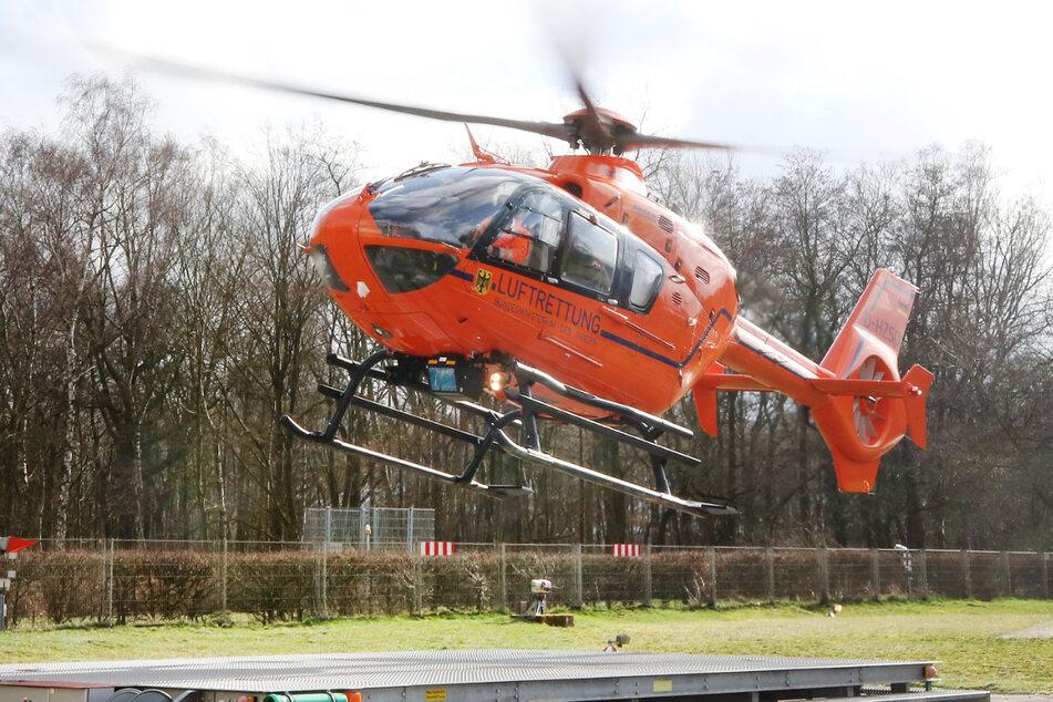 Ein Rettungshubschrauber brachte den Mann in ein Krankenhaus (Symbolfoto).