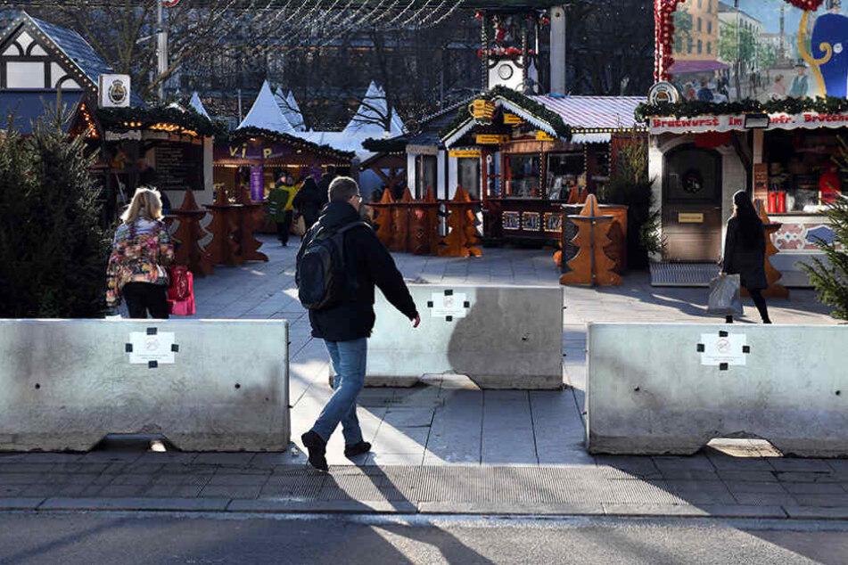 Betonpoller sollen rund um den Weihnachtsmarkt vor möglichen Angriffen schützen.