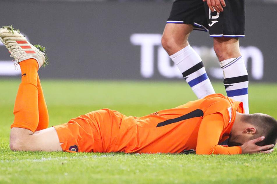 """Enttäuschung pur"""" Dimitrij Nazarov hatte kurz nach seiner Einwechslung das 1:1 auf dem Kopf, verzog aber knapp. Danach sank er auf den Rasen."""