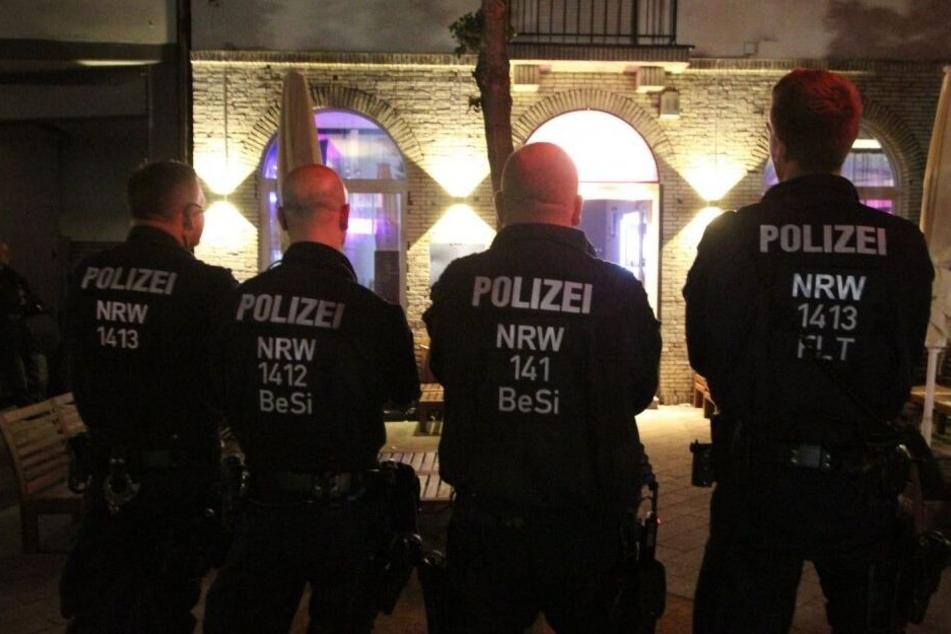 Polizei, Zoll und Ordnungsamt waren bei einer Razzia in Herford im Einsatz.
