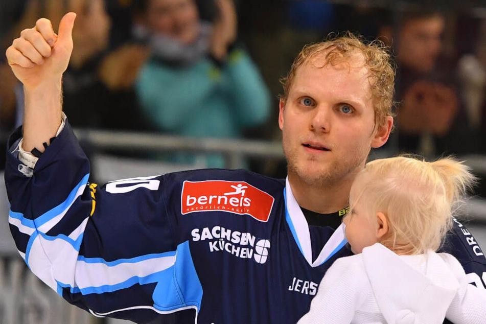Mario Lamoureux drehte mit seiner Tochter nach dem Sieg eine Ehrenrunde.