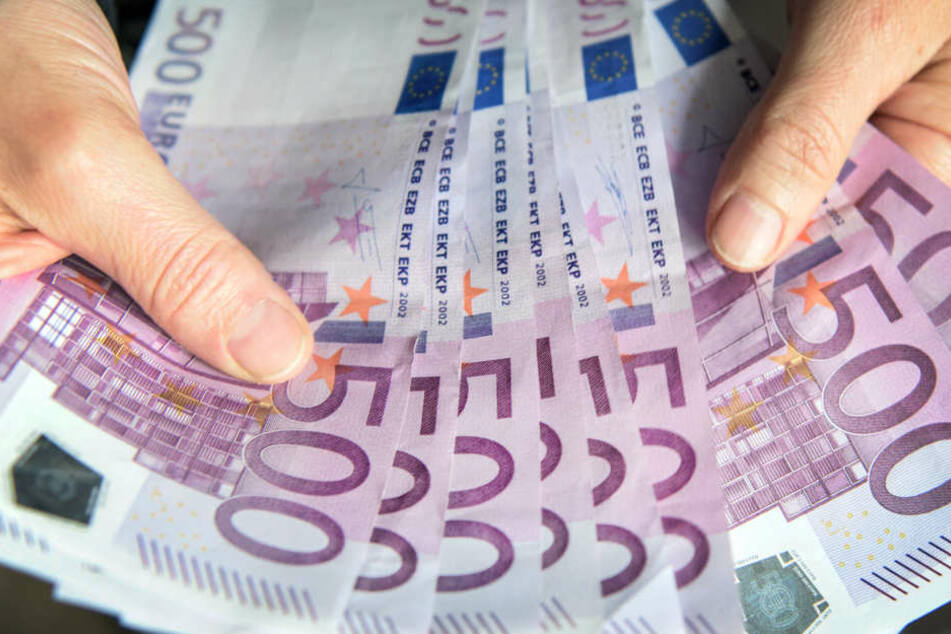 Ein Mann und eine Frau fanden mehrere tausend Euro.