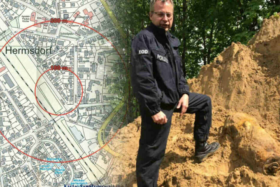 Ein Polizist zeigt die gefundene Weltkriegsbombe.