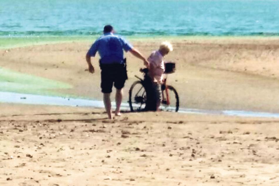 Eine ältere Dame (64) musste von der Polizei bereits aus dem Wattmorast  befreit werden.