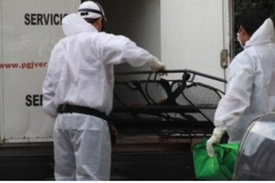 Bestialischer Mord! Neun blutüberströmte Leichen vor Haus ausgestellt