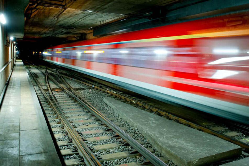 Der S-Bahn-Tunnel musste wegen schlafenden Personen gesperrt werden. (Symbolbild)