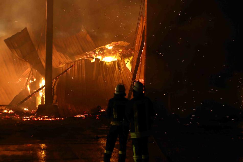 Die Halle war so schwer beschädigt, dass sie teilweise einstürzte.