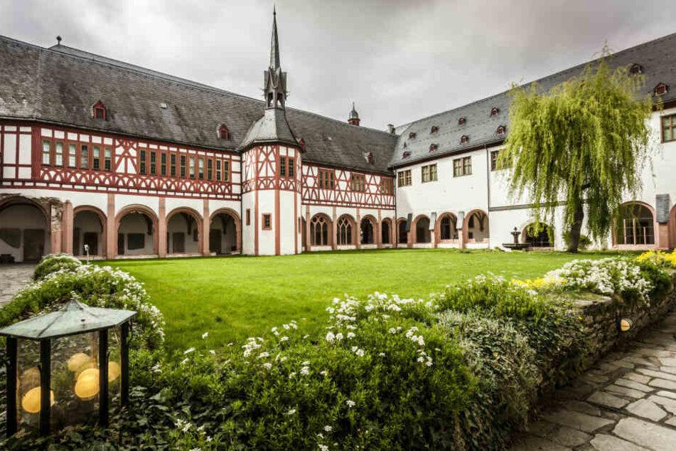 Der Randalierer wollte mit Familien und Freunden in der Abtei übernachten. (Symbolbild)