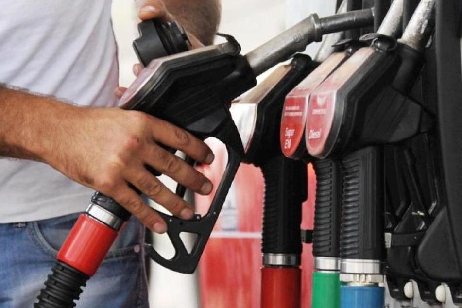 Spottpreis! Autofahrer zahlt beim Tanken nur 11,9 Cent pro Liter - und