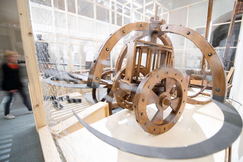 Ein Sichelwagen-Nachbau des Universalgenies. Da Vinci war bekennender Pazifist, fertigte Waffen nur als Auftragsarbeiten an.