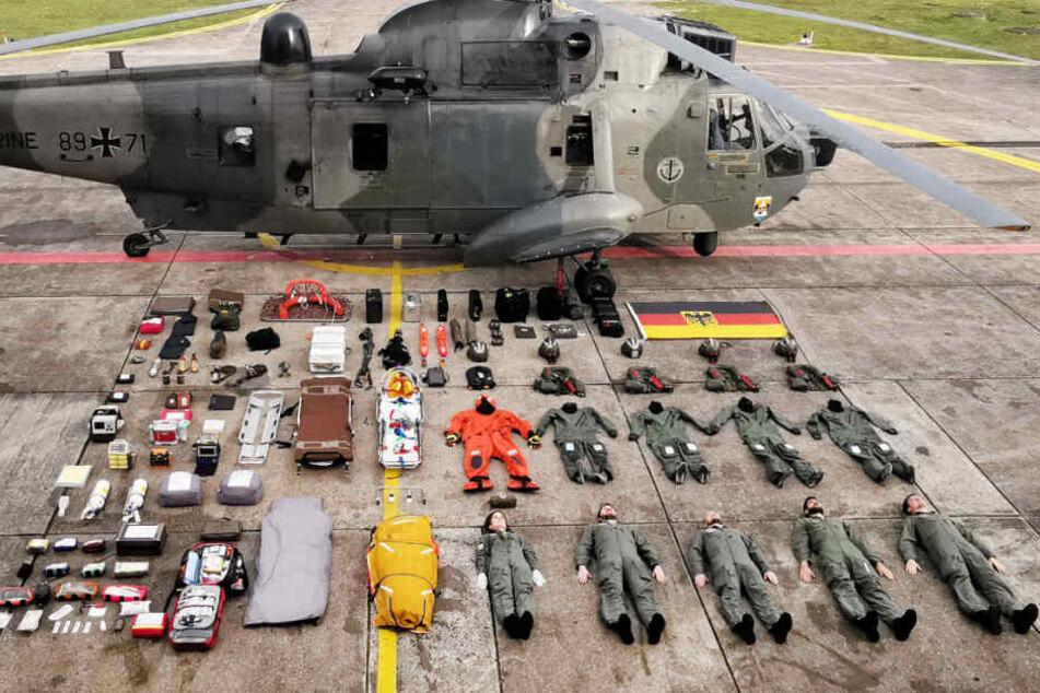Huch! Wieso liegen Besatzung und Ausrüstung neben ihrem Hubschrauber?