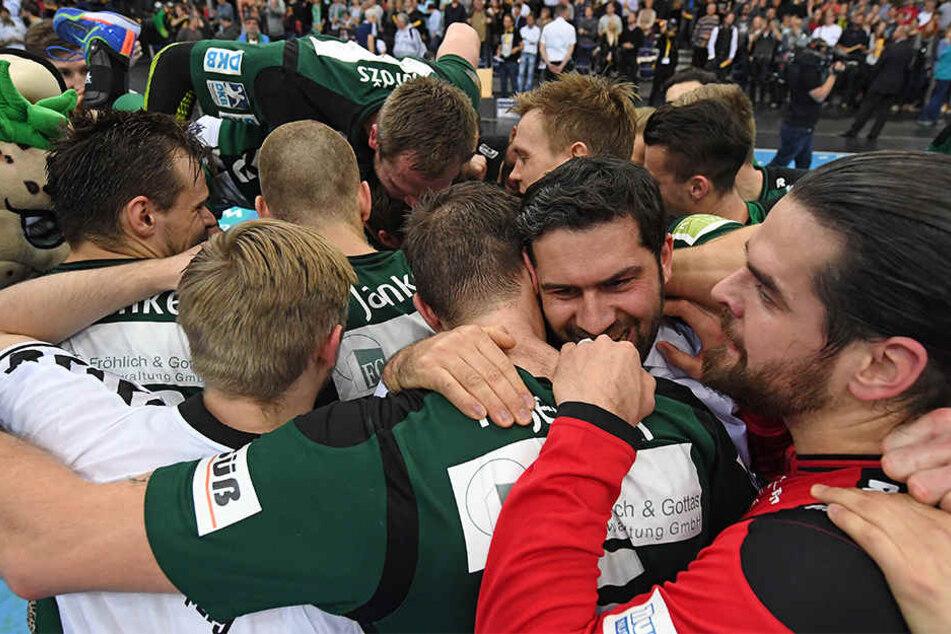 Freude bei den Spielern: Der SC DHfK Leipzig besiegte am Mittwoch den SC 2000 Coburg (Archivbild).
