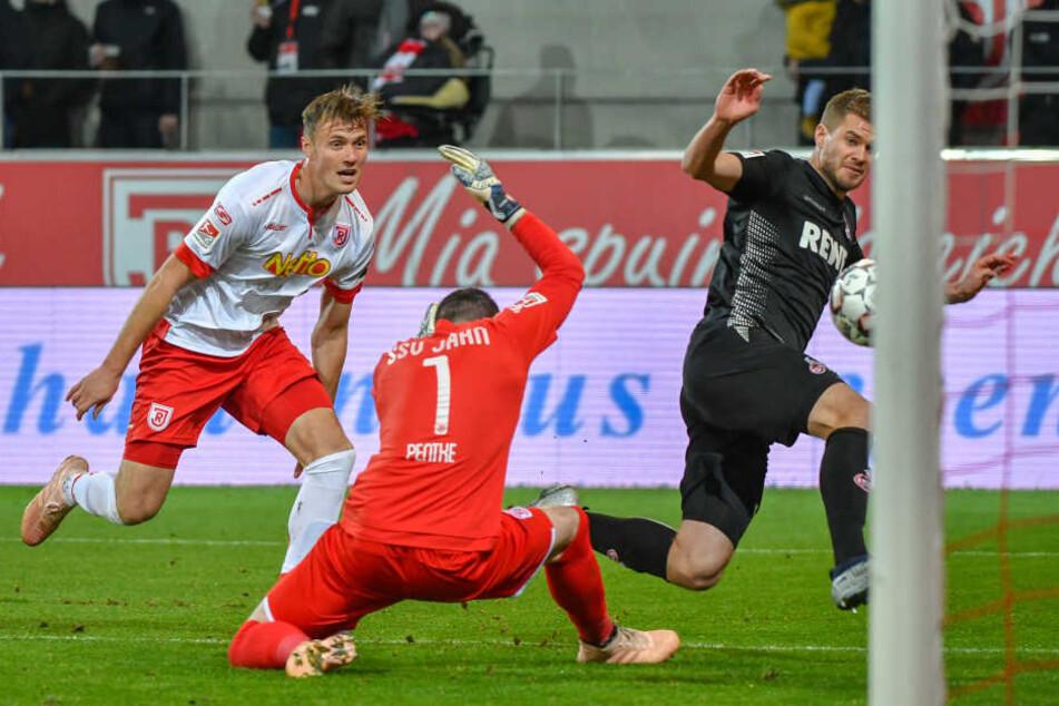 Gewohntes Bild: Simon Terodde (30) schießt ein Tor für den 1. FC Köln.
